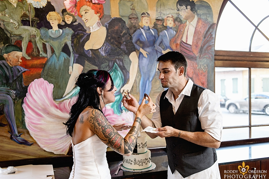 Bride & Groom cake cut - New Orleans