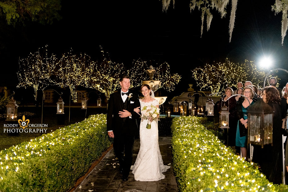 bride and her father walk down the aisle at Southern Oaks Plantation