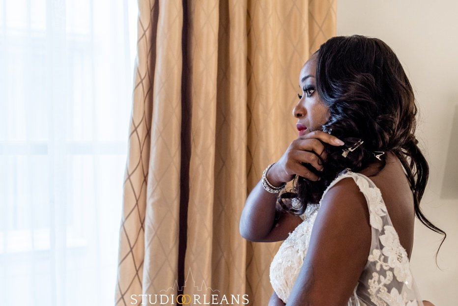 Beautiful bride putting her makeup on before her wedding
